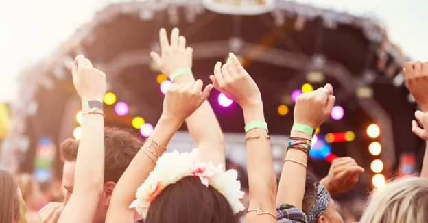 How Customized Silicone Wristbands Can Help Organize A Festival