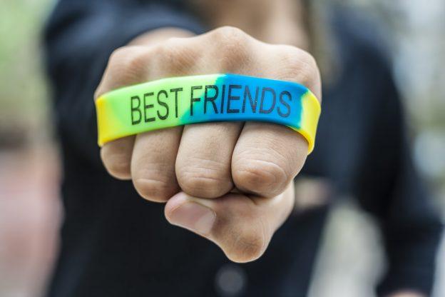 make rubber bracelets
